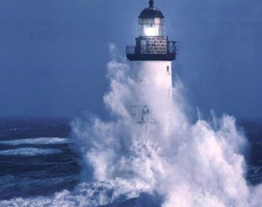 cropped-lighthouse-and-waves.jpg